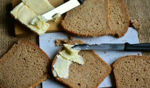 Tas ir saprotams, ka piesātināto tauku, kas ietverti sviests, piens, krējums, sieri, daži sarkanā gaļa ir uzkāpt bez šaubām grādiem